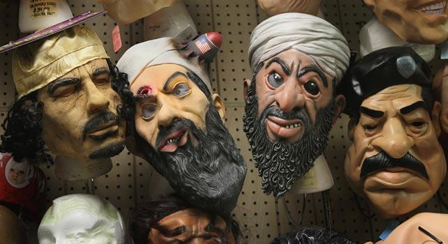 Caretas de Muamar Gadafi, Osama Bin Laden y Sadam Husein en una tienda de disfraces de Chicago.