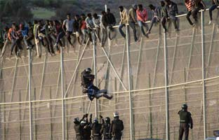 """La UE pide """"aclaraciones"""" a España por la paliza a un inmigrante en Melilla"""