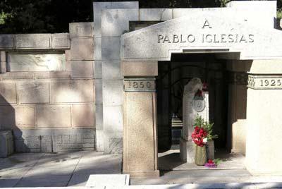 Mausoleo de estilo modernista donde reposan los restos del fundador del PSOE, Pablo Iglesias.- Jesús Pozo (EFE)
