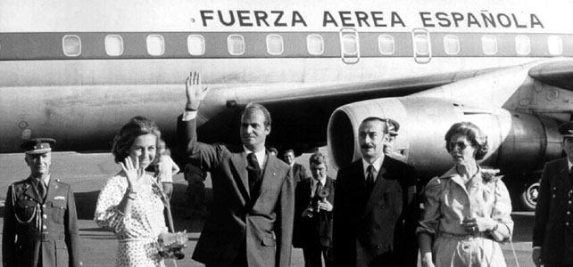 El rey Juan Carlos y la reina Sofía junto a Videla y su esposa