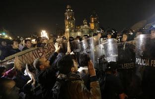Disturbios en México tras una protesta por los 43 estudiantes desaparecidos