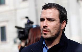 Garzón ve una campaña contra IU y Podemos para<br> no discutir de política