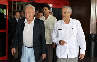Exiliados cubanos protestan en la sede del PP por la visita de Margallo a Cuba