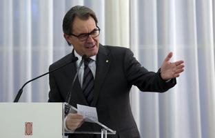 """Mas acusa al Gobierno  de """"despreciar y amenazar"""" a Catalunya y pide poder votar"""