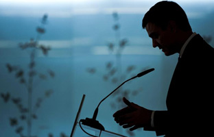 Sánchez propone revocar la reforma constitucional de Zapatero y Rajoy