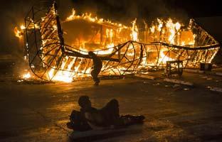 29 detenidos y una docena de edificios en llamas en los disturbios en Ferguson