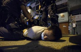 Detenidos 86 activistas durante la retirada de barricadas en Hong Kong