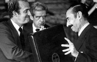 El rey Juan Carlos condecoró a 56 represores de la dictadura argentina