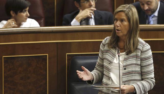 La ministra de Sanidad, Ana Mato, este miércoles, en su escaño, durante la sesión de control al Gobierno en el Pleno del Congreso.