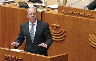 Monago intenta distraer del caso de los viajes a Canarias con la venta del palacio presidencial extremeño