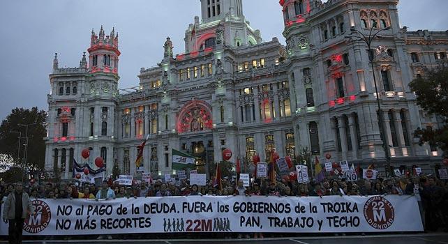 Las llamadas Marchas por la Dignidad a su paso por la plaza de Cibeles.- Paco Campos (EFE)