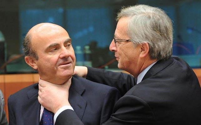 El ministro de economía español y socio-director financiero de la consultora PwC, con Jean Claude Juncker, presidente de la Comisión Europea y primer ministro de Luxemburgo entre 1995 y 2013.