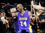 Kobe Bryant hace historia, supera a Jordan y ya es el tercer máximo anotador de la NBA