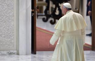 Encuentran cientos de millones de euros escondidos en el Vaticano