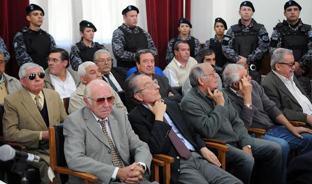 La Justicia argentina sienta por primera vez en el banquillo de los acusados a magistrados que ejercieron durante la última dictadura por complicidad en crímenes de lesa humanidad cometidos en Mendoza. EFE