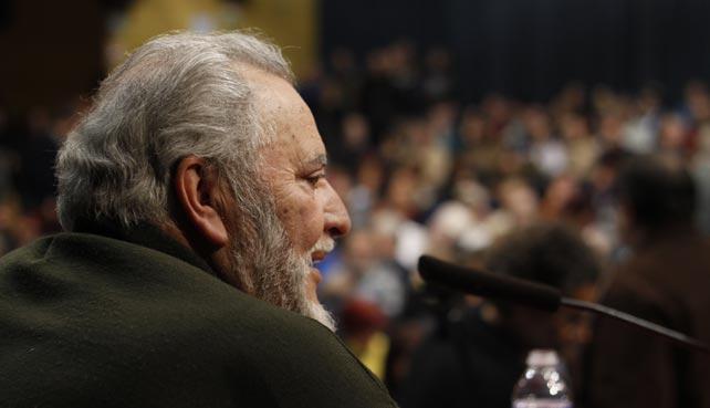 Julio Anguita habla a un abarrotado auditorio Marcelino Camacho esta jueves en Madrid en el acto de apoyo del Frente Cívicon a las Marchas del 22-M