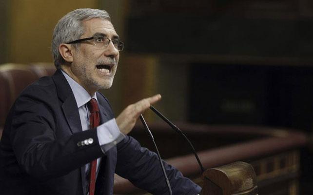 El diputado de IU Gaspar Llamazares durante su intervención en un pleno del Congreso de los Diputados.