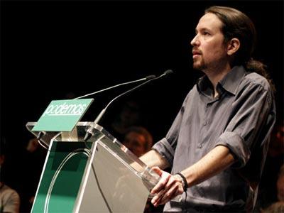 Pablo Iglesias se dirige al público durante la presentación de la candidatura a la elecciones europeas Podemos. JAIRO VARGAS