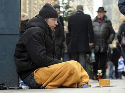 La pobreza grave afecta ya a tres millones de personas en España. EFE