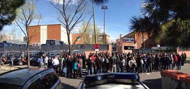 Imagen de la asamblea de los agentes en Moratalaz