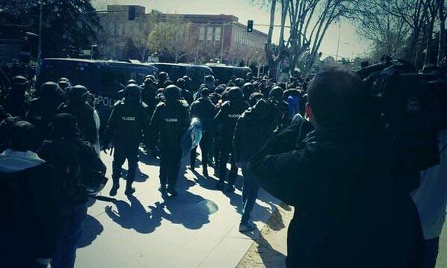 Imagen del desalojo en el Vicerectorado de la Universidad Complutense de Madrid. JORGE AGUADO