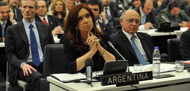 La presidenta argentina Cristina Kirchner, junto al canciller Héctor Timerman, en el Comité de Descolonización de la ONU.