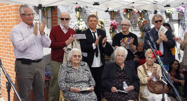 Homenaje a las víctimas del franquismo, en vísperas del aniversario de la República, en el que han participado, entre otros, el exjuez Baltasar Garzón.