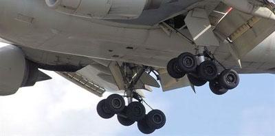 El tren de aterrizaje de un avión.