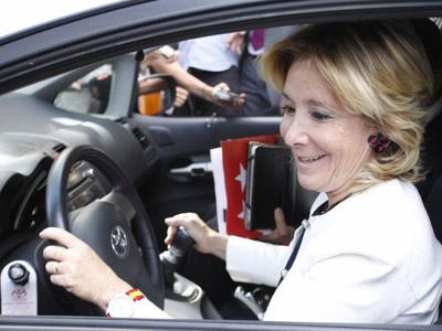La expresidenta de la Comunidad de Madrid, Esperanza Aguirre, en coche, en una imagen de archivo. EFE