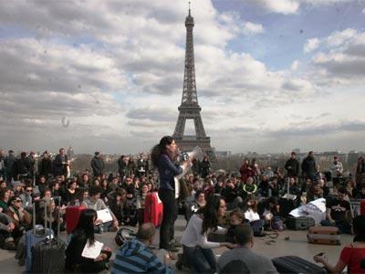 Una de las asambleas de la Marea Granate en París.