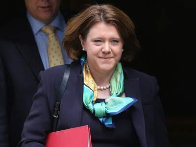 La ya exministra, María Miller, sale de Downing Street.