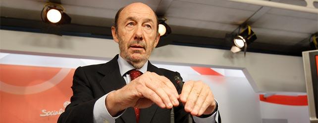 El secretario general del PSOE, Alfredo Pérez Rubalcaba, ayer, durante la rueda de prensa en la que anunció su despedida.