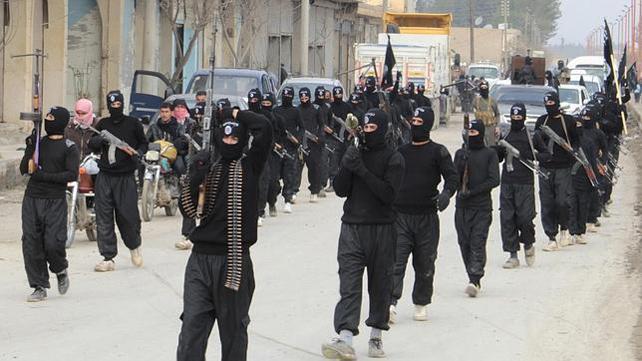 Combatientes islamistas del EIIL, junto a la frontera sirio-turca.