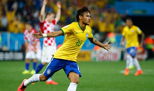 Neymar celebra uno de los dos goles que ha marcado ante Croacia.