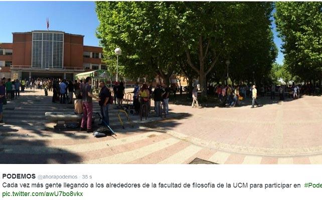 Llegada de simpatizantes a la asamblea #Podemos14J.
