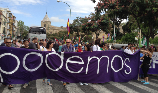 Un grupo de seguidores de Podemos acudieron este sábado a la Marcha de la Dignidad de Sevilla. BONIFACIO CAÑIBANO