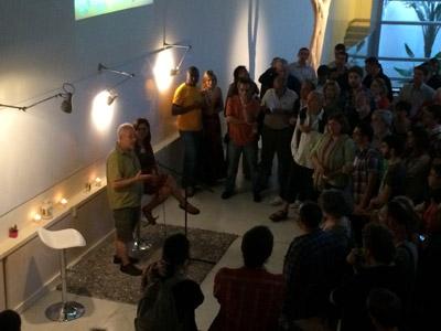 José Vicente Barcia y Cote Romero, de Ecooo, ayer en la inauguración de su nueva sede en Lavapiés. PÚBLICO