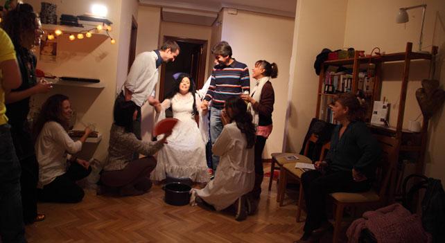 Un momento de la función que la actriz Natalia Moya organiza en su casa.