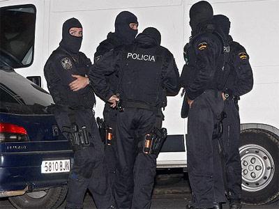 Agentes de la Policía Nacional con pasamontañas.