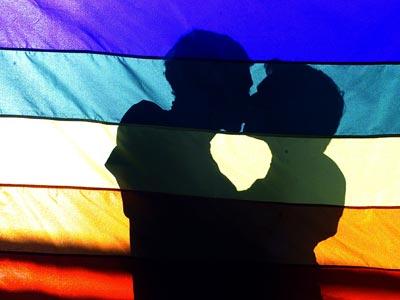 Pareja gay, imagen de archivo. REUTERS/Bruno Domingos.