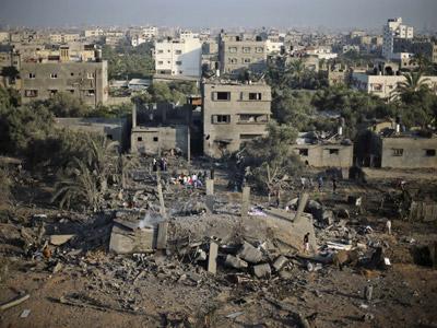Uno de los edificios destrozados en Gaza a causa de los bombardeos israelíes de esta noche. REUTERS