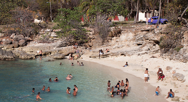 Los cubanos con pocos recursos pasan sus vacaciones en campings donde se pueden hospedar por 0,25 euros al día.