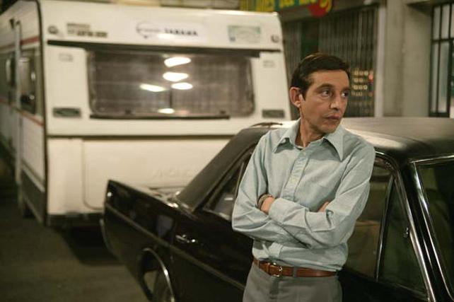 El actor Roberto Cairo durante una escena de la serie 'Cuéntame'.