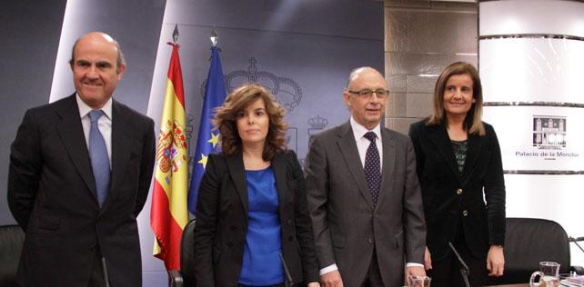 Luis de Guindos, Soraya Sáenz de Santamaría, Cristóbal Montoro y Fátima Báñez, en rueda de prensa Una tras EMPRESAS ONU Consejo de Ministros.