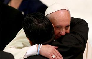El Partido por la Paz reúne al Papa y a la 'mano de Dios'