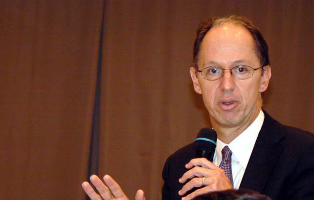 El relator de la ONU Pablo de Greiff, en una visita a Sevilla.