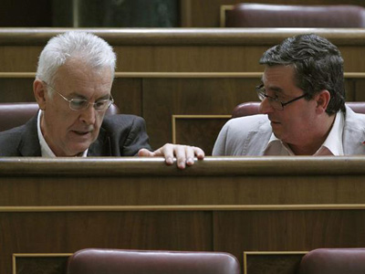 Cayo Lara y José Luis Centella, hoy en el Congreso. EFE/Zipi