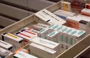 La sanidad europea clama contra Juncker por el giro economicista en la gestión de los fármacos