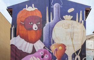 Un 'asalto' urbano de pintura y grafiti en Zaragoza