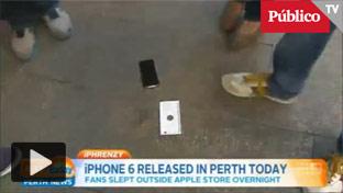 Compra el primer iPhone 6<br> y se le cae al suelo en<br> directo en la televisión